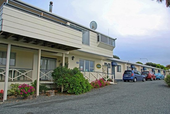 Pukenui Lodge Motel :                   Reception and units