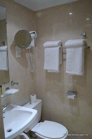 Derby Eiffel Hotel: Baño detalle