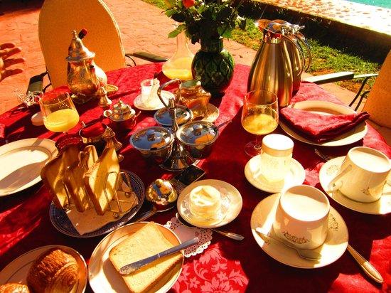 Dar Ayniwen Villa Hotel:                   mega breakfast!