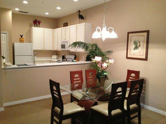 Bahama Bay Resort & Spa Orlando:                                     Dining Room looking into Kitchen