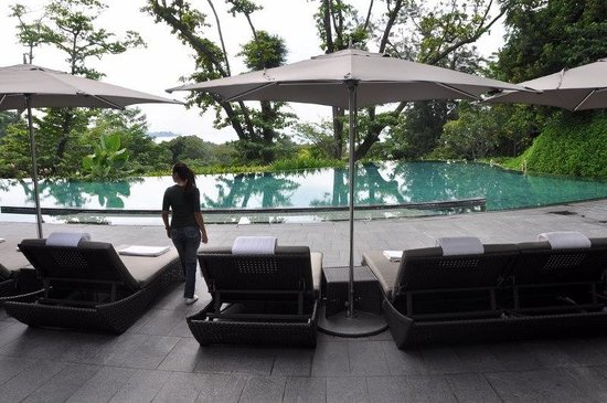 Capella Singapore:                                     Infinity Pool