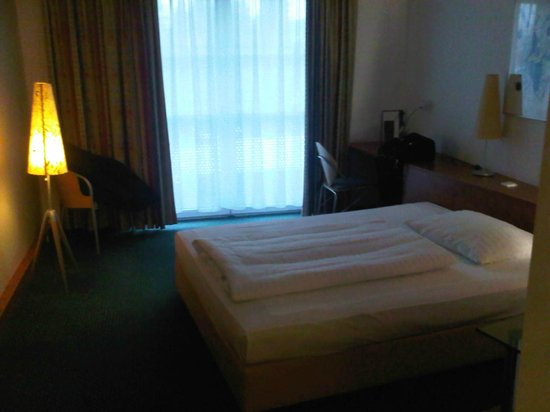 The Star Inn Hotel Graz :                                     camera abbastanza ampia
