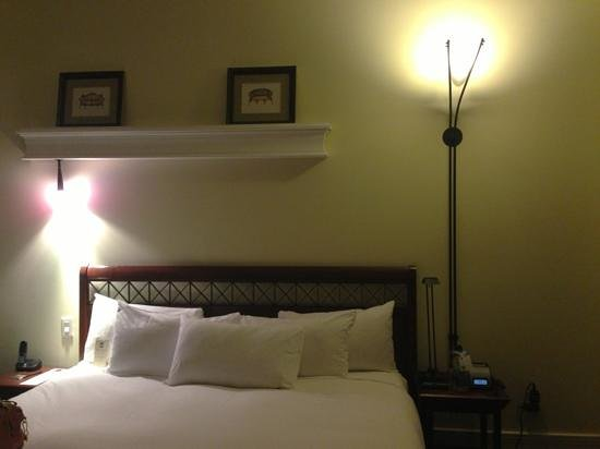 Le Place d'Armes Hotel & Suites: bed