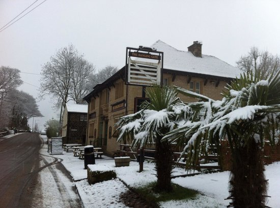 The Gate Inn:                   The Hanging Gate, Diggle