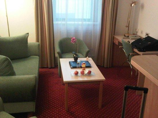 Austria Trend Hotel Salzburg West:                                     salottino