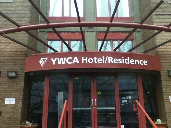 YWCA Hotel Vancouver : Front Entrance off Beatty Street