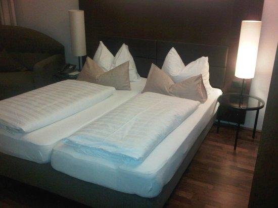Penz Hotel West:                   letto ampio e comodo