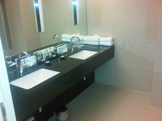 Penz Hotel West:                   bagno bello e spazioso