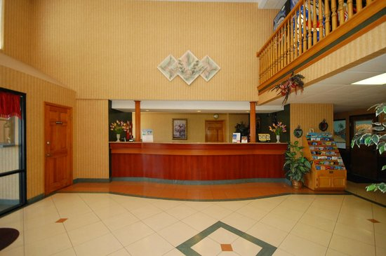Super 8 Troy: FRONT DESK / LOBBY