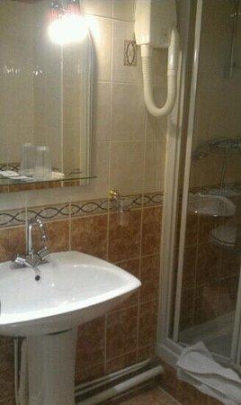 Hotel Audran:                   bath