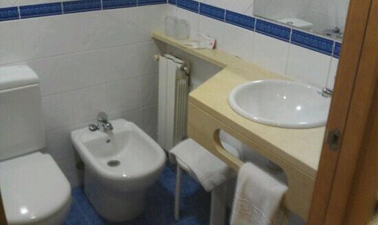 Acta Antibes: bath
