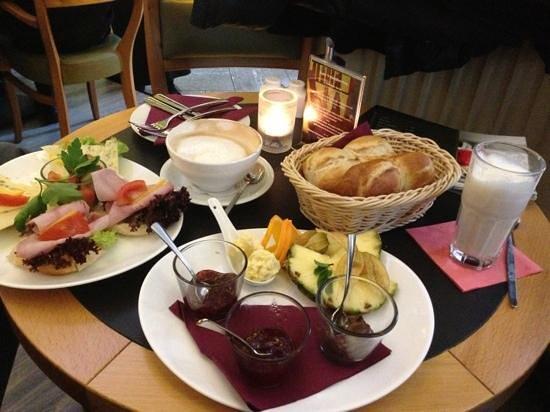 Cafe-Central:                   Frühstück