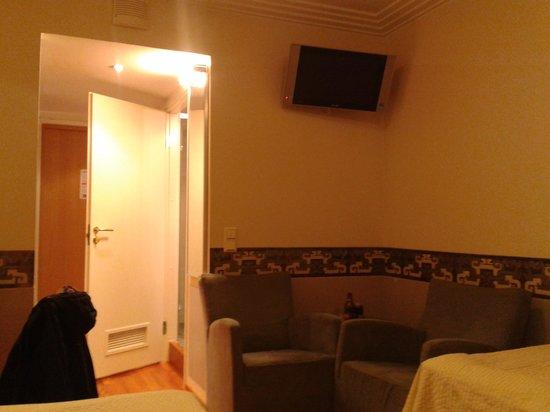 Arthur Hotel:                                     room