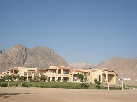Swiss Inn Dream Resort Taba:                                     Mountains behind the Hotel