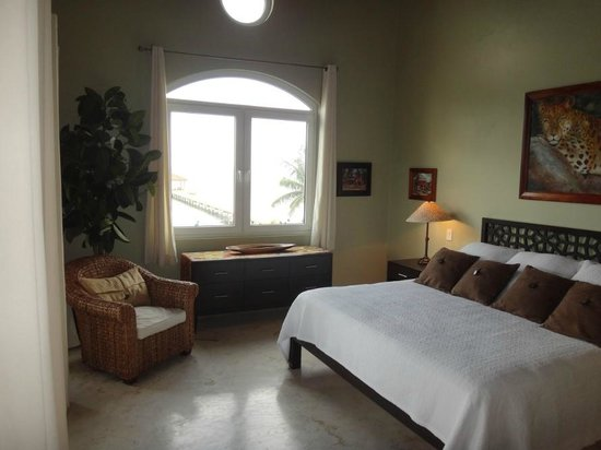 Belizean Cove Estates:                   Lovely bedroom
