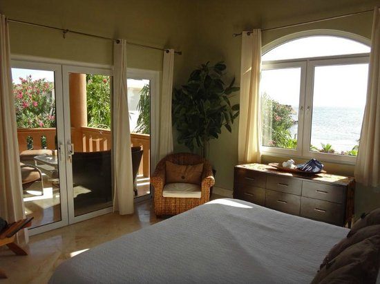 Belizean Cove Estates :                   Lovely bedroom