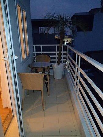 โรงแรมฮานอย เอลเลเกนซ์ 4:                   balcony off our room (junior suite - room 705)