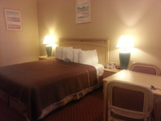 Travelodge Pasadena Central:                   the bed
