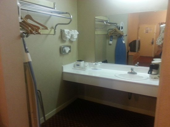 Travelodge Pasadena Central:                   amenities