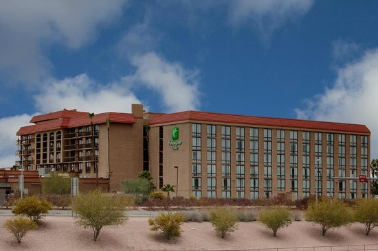 Redstone Bar & Grill: Holiday Inn Mesa- Outside View