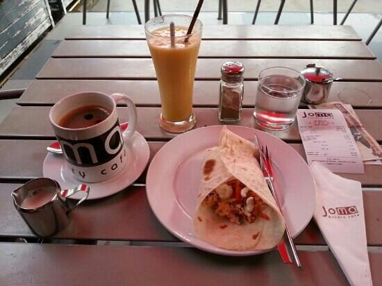 Joma Bakery Cafe: Breakfast burrito and mango/pineapple smoothie.
