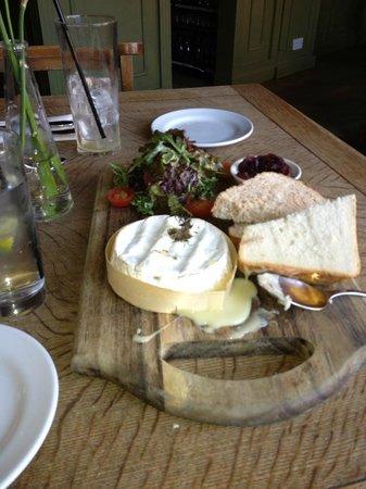 Marlborough Tavern:                   Camembert starter