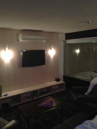Lakes Resort Hotel:                   Lounge Area