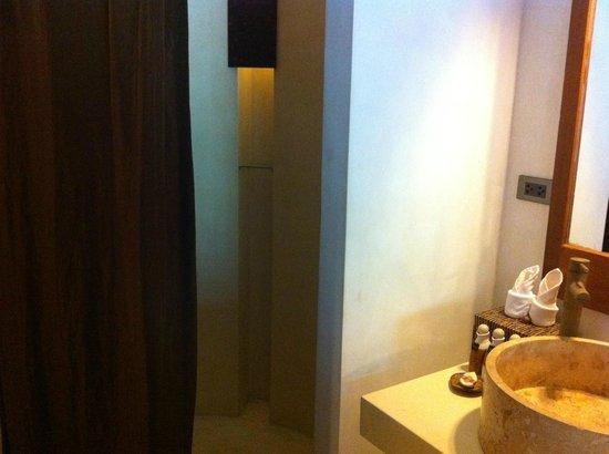 The Kala Samui: shower coner