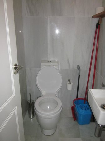 Apartamentos Mariscal:                   tweede toilet