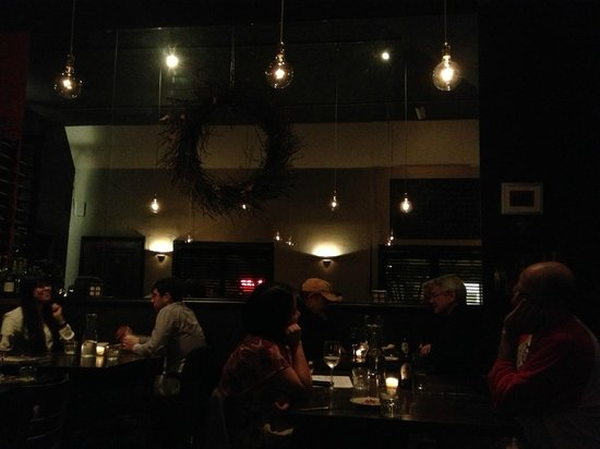 Bella Trattoria: Delightful restaurant - small and cozy - busy....make that r