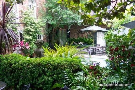 Place d'Armes Hotel: Courtyar