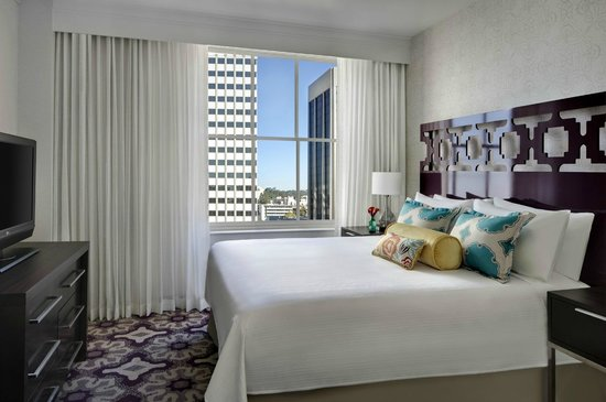 Courtyard San Diego Downtown: King Suite - Guest Room