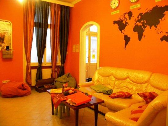 Njoy Budapest Hostel :                   Living room (sorry I didn't use flash!)