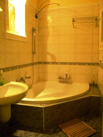 Njoy Budapest Hostel :                   Bathroom (Marble)