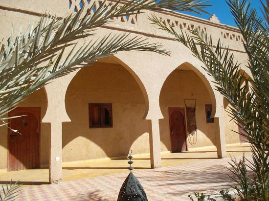 Hotel Nomad Palace: Patio interior y entrada hacia las habitaciones.
