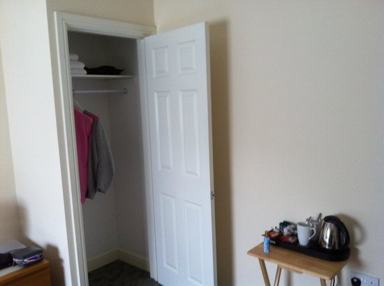 Clapham Guest House :                   Tea coffe facilities and wardrobe