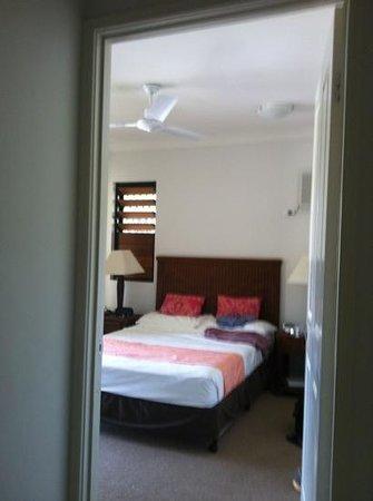 Seaforth Apartments Trinity Beach :                   our room :)