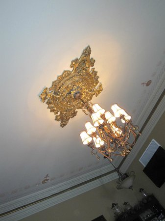 Puddicombe House:                   Beautiful chandelier