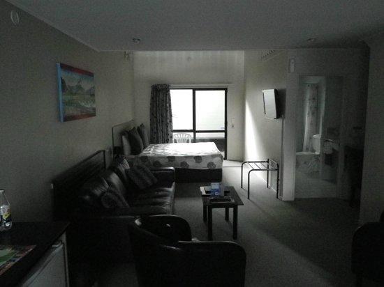 Arista of Rotorua: Room with door to patio