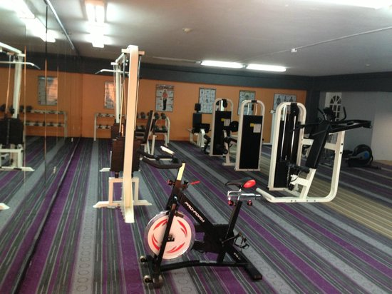 Royal Orchid Guam Hotel:                   Workout area