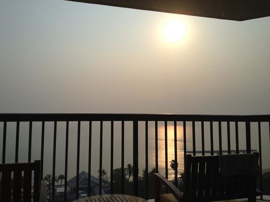 Novotel Hua Hin Cha Am Beach Resort and Spa:                   sunrise from my room