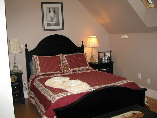 Spirit Bear Bed & Breakfast: Grundy Lake Guest Room