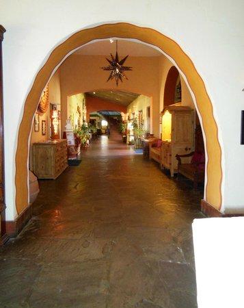 La Posada Hotel: Hall view
