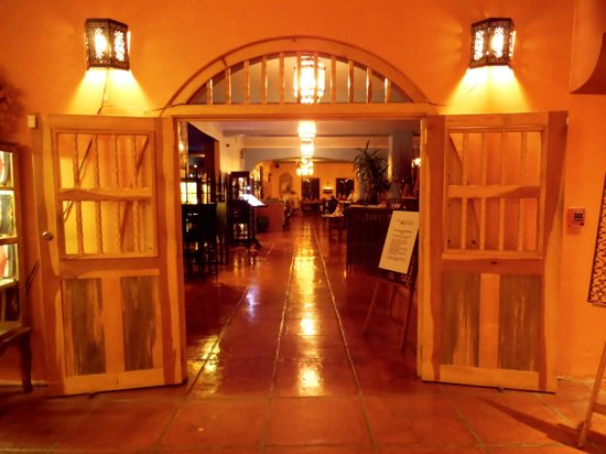 La Posada Hotel: entrance to restaraunt