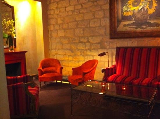 Hotel Saint Paul Rive Gauche: seating at reception