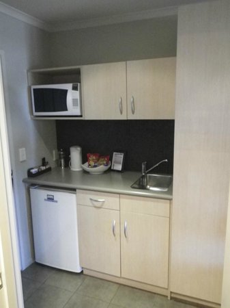 Beechtree Motel: Kitchen area