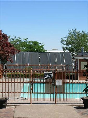 BEST WESTERN Town & Country Inn:                   Pool closed