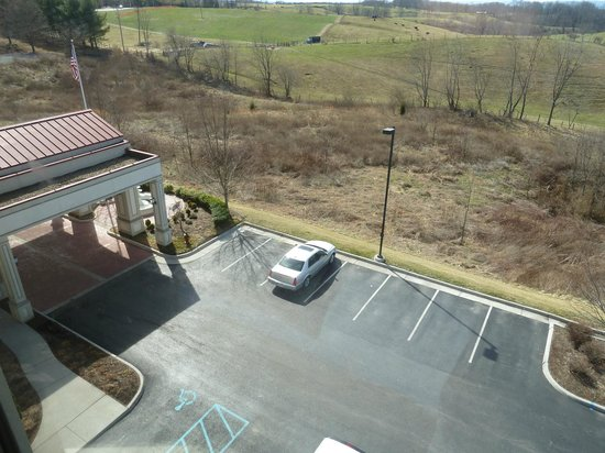 Holiday Inn Express & Suites Blacksburg - University Area:                   parking
