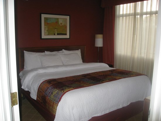 Residence Inn by Marriott Portland Downtown / RiverPlace:                   Bedroom suite