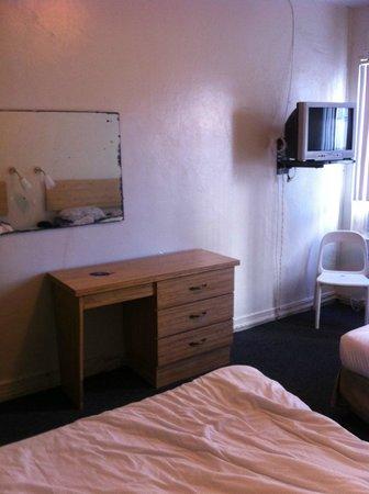 Leamington Hotel:                   room
